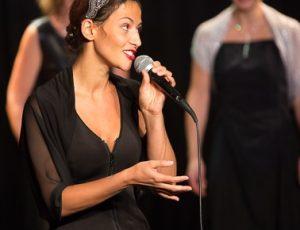 Alice Chanteuse jazz swing sur scène