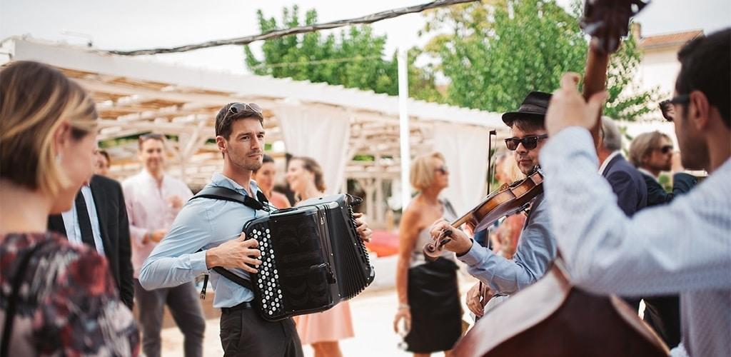 Un Groupe de musique joue lors d'un mariage à Lyon