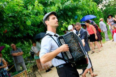 accordéon solo lors d'une fête guinguette