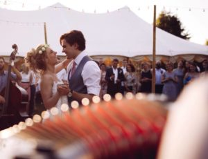 bride and groom dance with accordion Gregory Chauchat accordionist
