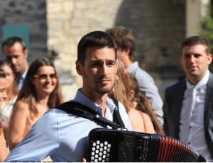 accordéoniste en solo lors d'un mariage