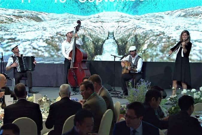 groupe de jazz manouche lors d'une soirée entreprise