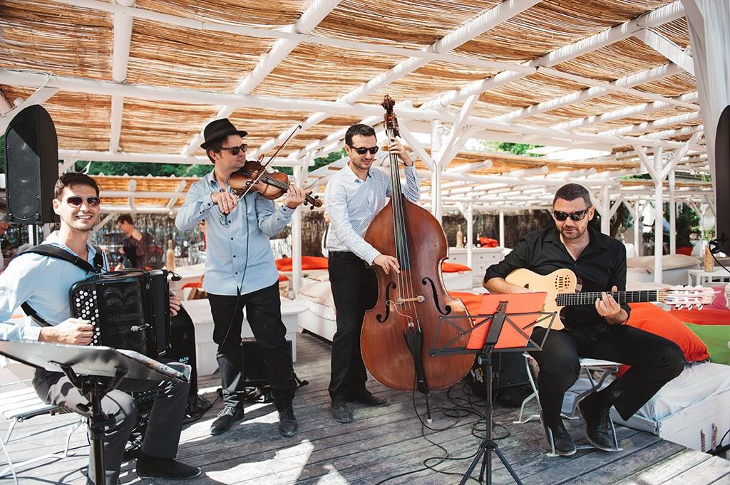groupe de musique lors d'un événement près de Lyon